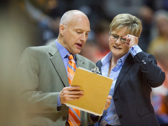 Tennessee head coach Holly Warlick talks with assistant