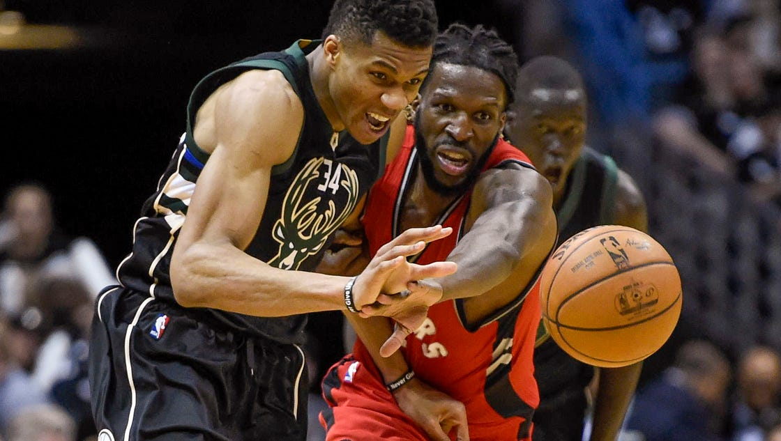 Bucks smother Raptors, dominate in Game 3 rout