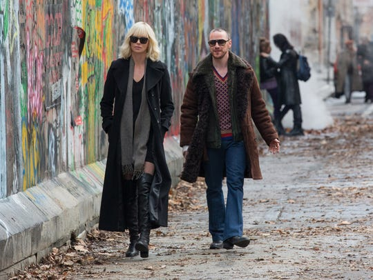 Lorraine (Charlize Theron) and David (James McAvoy)