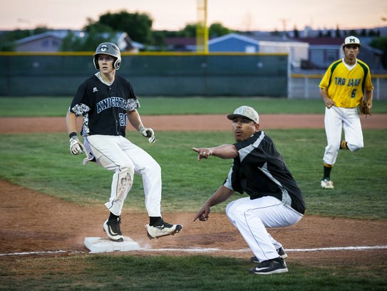Oñate's Zach Weisenberger stops at third against Mayfield