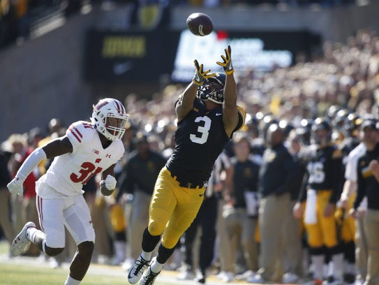 Iowa receiver Jay Scheel reaches out for the ball,