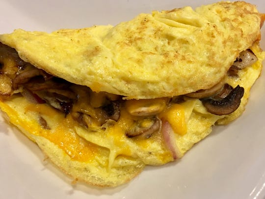 The omelet with mushrooms, cheddar and red onion was