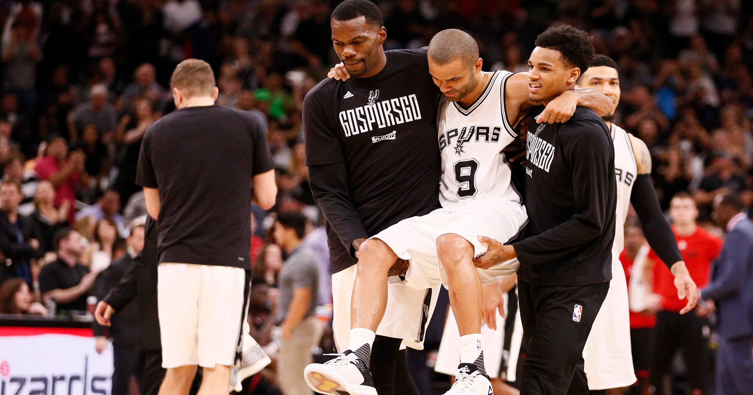 d2eea3472 Spurs PG Tony Parker carried off court after left leg injury