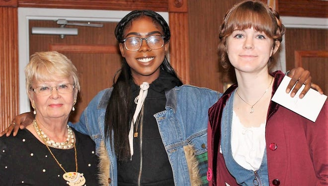 L-R: Paletteers President Marlis Gray, and winners Dana Hychte and Kelsey Hemphill