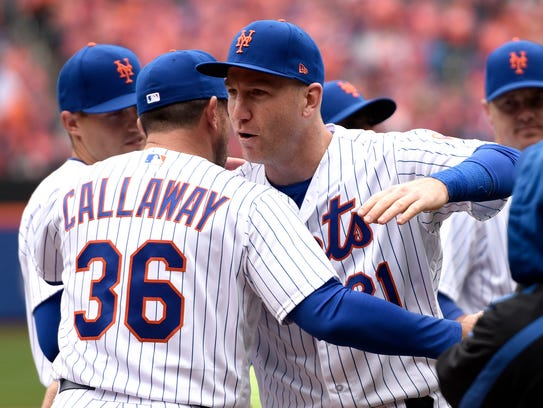 New York Mets third baseman Todd Frazier (21) hugs