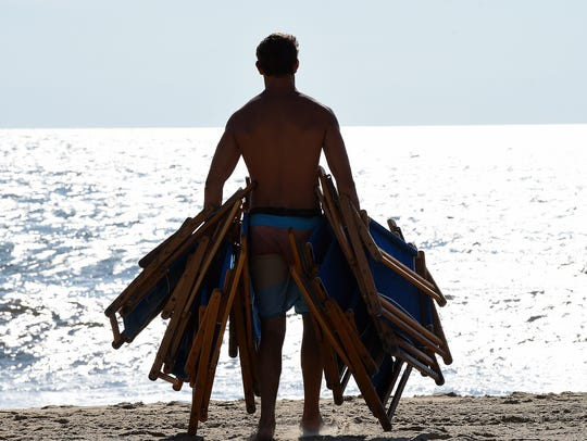 062414-beach.stand.guy-cs.4406.jpg
