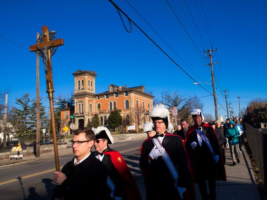 About 250 people walk to Planned Parenthood, while praying to end abortion in this 2015 file photo.