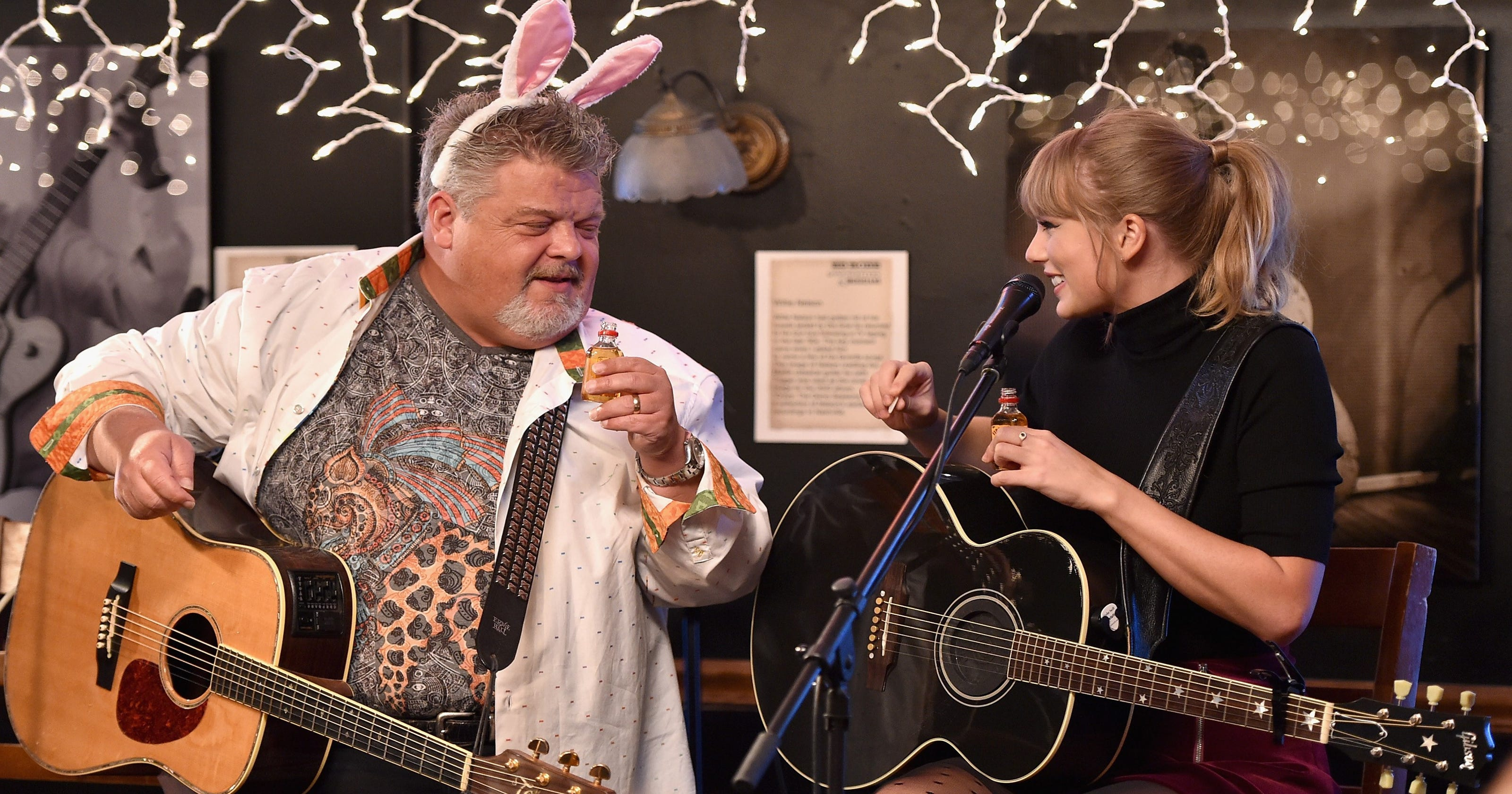 Taylor Swift Goes Country Shocks Fans At Bluebird Cafe
