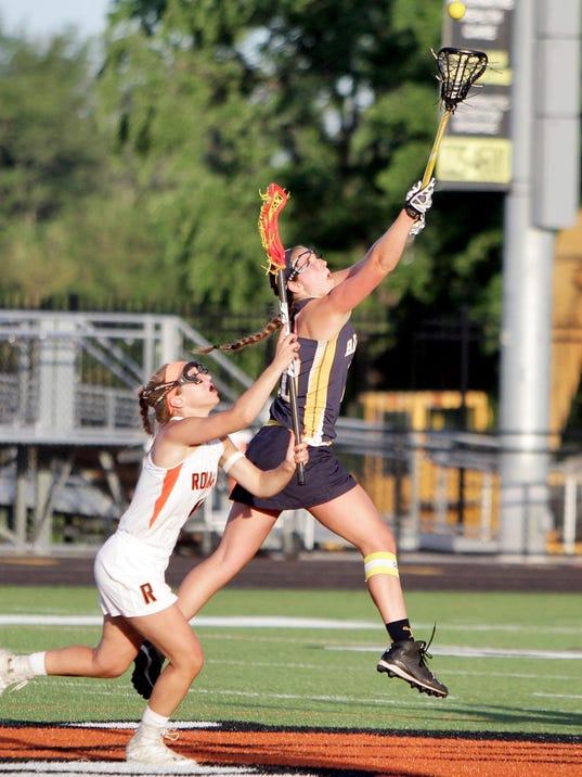 Hartlands Amy Longe soars to take control of the ball[6]