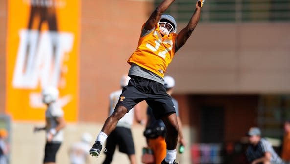 Charles West (37) catches a ball during Tennessee Volunteers