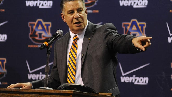 Former Auburn basketball coaches and players believe coach Bruce Pearl will turn the Tigers' program around.