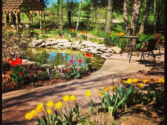 -dcn 0625 plum bottom garden.JPG_20140624.jpg