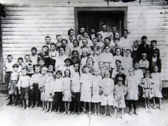 Stradley-School-1916.jpg