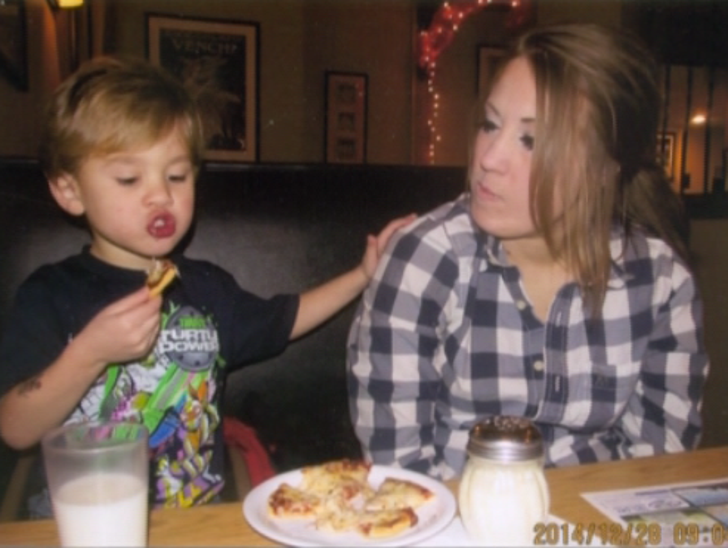 Nathaniel and Gabrielle eating pizza.
