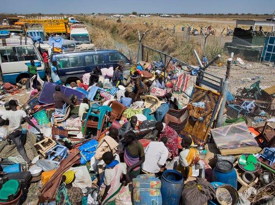 Civilians flee South Sudan