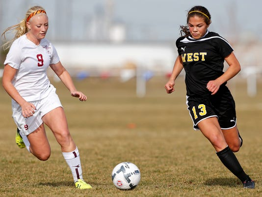 -soccer billings west v helena 3.jpg_20141030.jpg