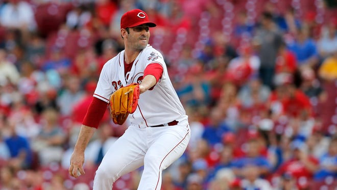 Cincinnati Reds starting pitcher Matt Harvey (32) delivers a pitch in the top of the first inning of the MLB National League game between the Cincinnati Reds and the Chicago Cubs at Great American Ball Park in downtown Cincinnati on Thursday, June 21, 2018.
