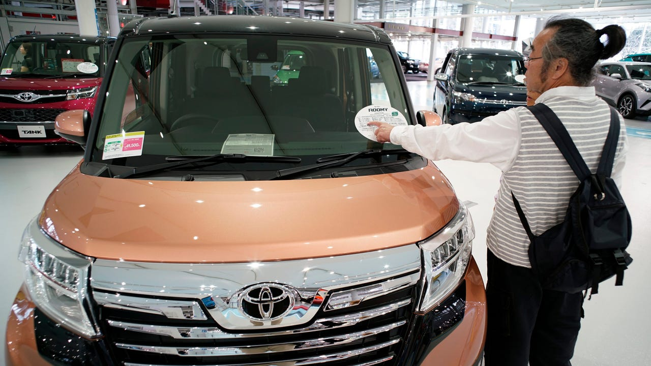 Toyota Motor lifted its earnings guidance for the ongoing year on a weaker yen and expectations for higher sales volume a week after losing its position as the top global automaker to Volkswagen.