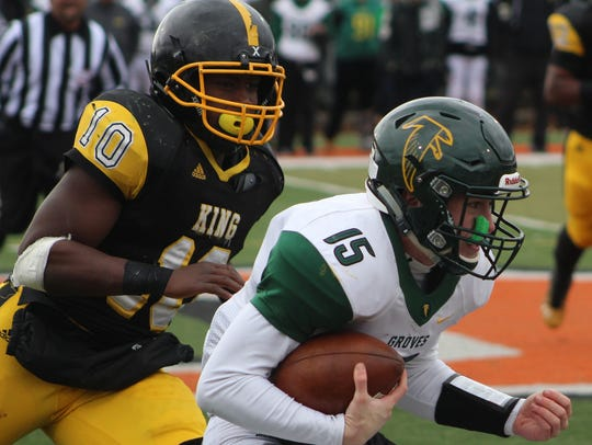 Groves quarterback Beau Kewley (15) attempts to outrun