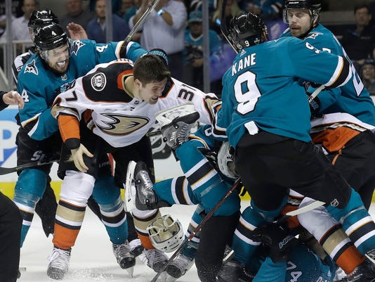 Ducks_Sharks_Hockey_01656.jpg