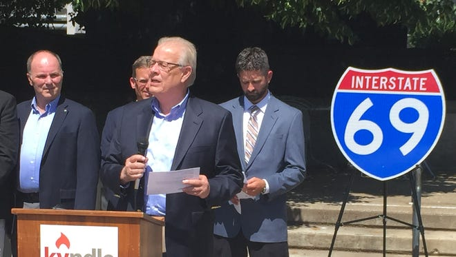 Henderson Mayor Steve Austin speaks at Tuesday's dedication of an I-69 Ohio River Crossing project office on Barrett Court.
