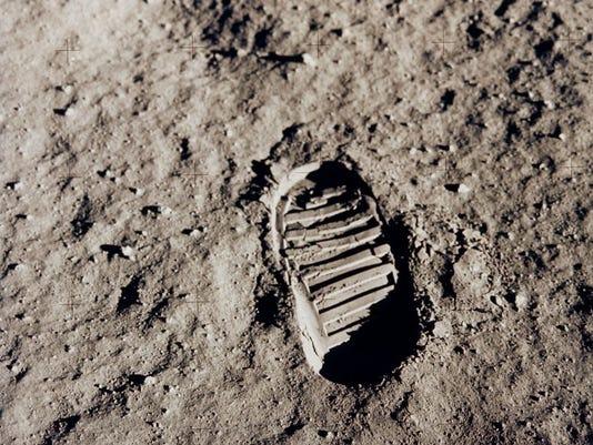 moon-footprint_6426_990x742.jpg
