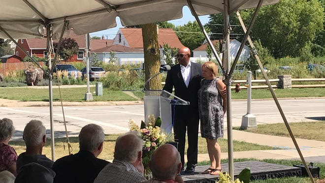 "Olha Zyszkiewicz dedicates a memorial to her husband, city inspector Greg ""Ziggy"" Zyszkiewicz, with the city's Department of Neighborhood Services Commissioner Preston Cole on Aug. 22, 2017."