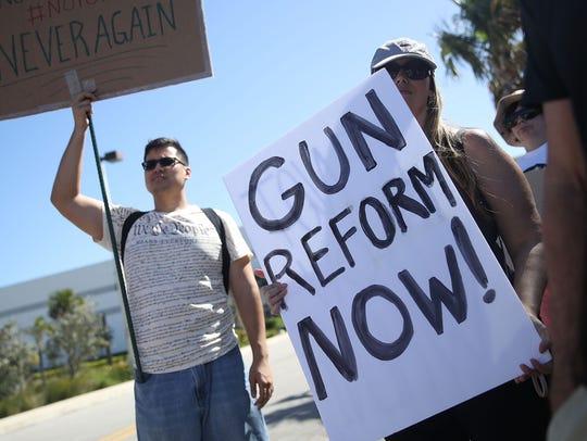 Personas protestan contra la violencia con armas en