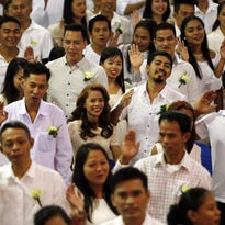 Hundreds wed each year on Valentine's Day in Philippines