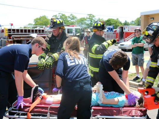 Cadets at the 2015 Bayshore EMS Cadet Competition work