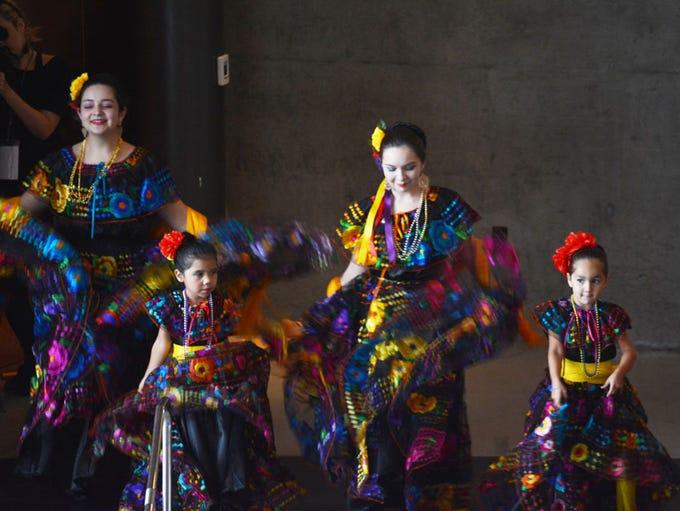 La presentación del ballet folklórico de Ollin Yolizitli