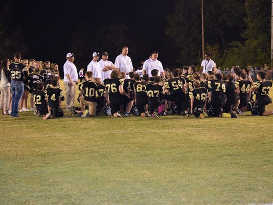 636114366908851367-post-game-huddle.jpg