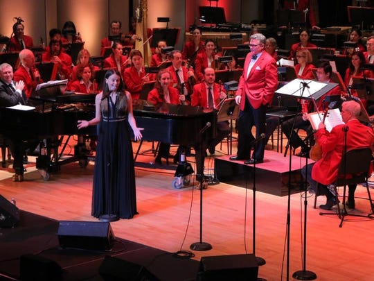 Broadway star Sutton Foster chatted between numbers with the Cincinnati Pops.
