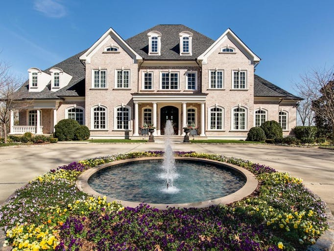 Kelly Clarkson is selling her Hendersonville home for