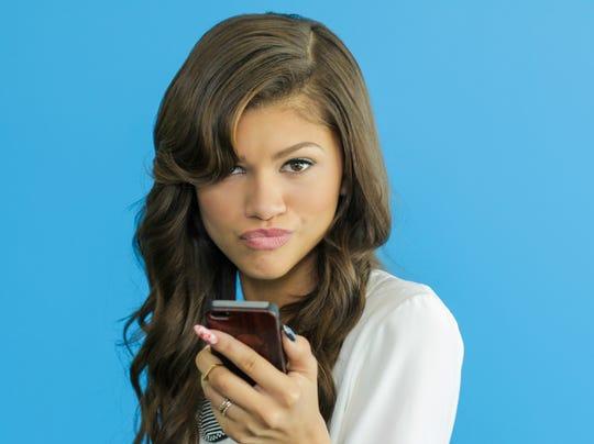 Zapped and snapped teen star zendaya is 39 selfie queen 39 for Teen girl movie stars