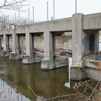 Glendale officials search for an opening in Estabrook Dam issue