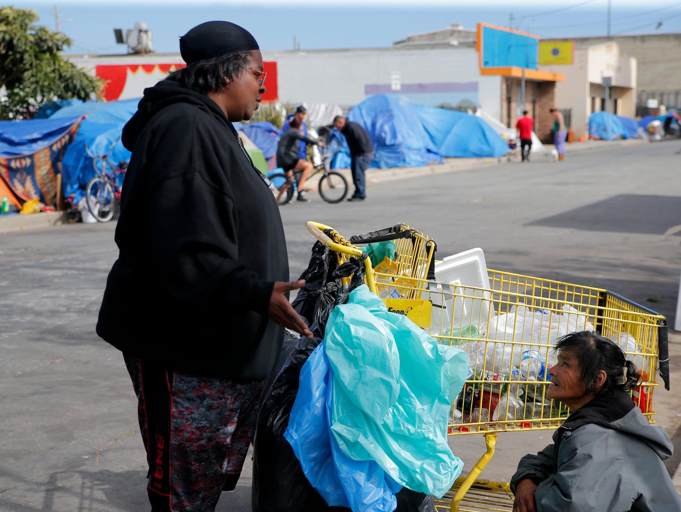 Yolanda Harraway speaks with Chinatown residents during