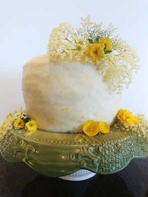 Decorating the Lemon Elderflower Cake with organic yellow begonias and creamy white elderflower blossoms makes it look regal, yet modern and romantic.