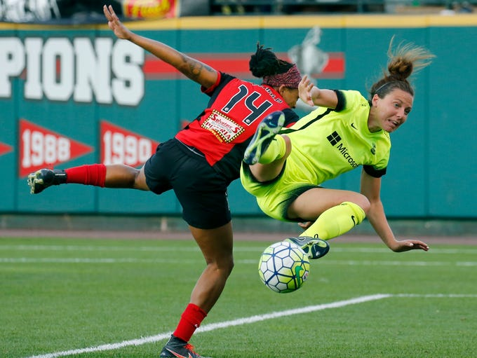 WNY Flash's Jessica McDonald and Seattle Reign's Rachel