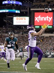 Minnesota Vikings' Kyle Rudolph catches a touchdown