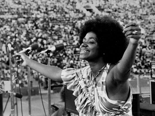 Carla Thomas at Wattstax, a benefit concert organized by Stax Records to commemorate the seventh anniversary of the 1965 riots in the African-American community of Watts, Los Angeles. The concert took place at the Los Angeles Memorial Coliseum on August 20, 1972.