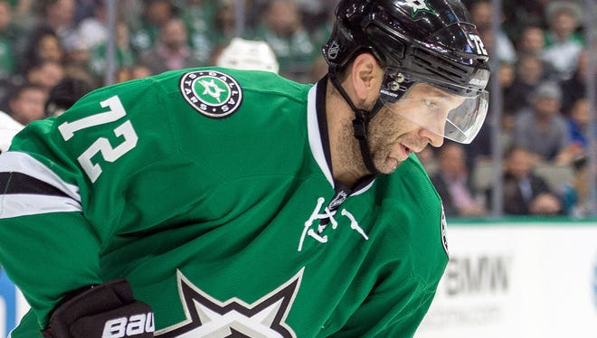 Right wing Erik Cole is heading to the Detroit Red Wings.