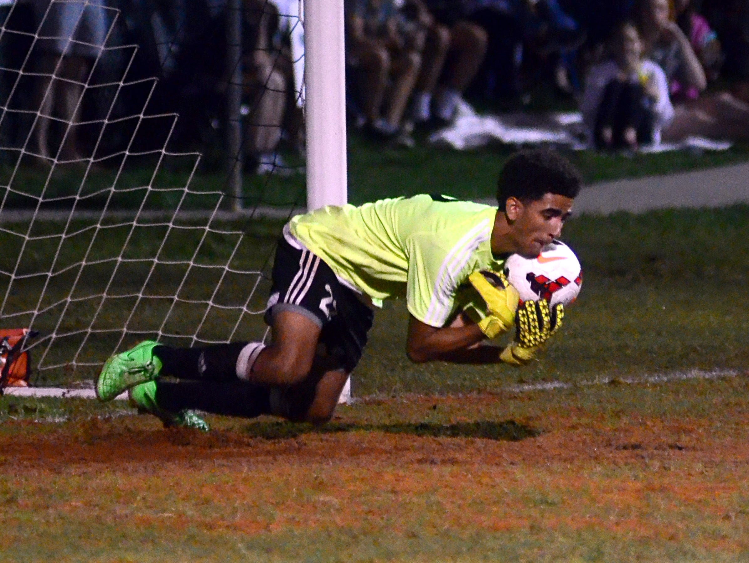 Gallatin High senior Deonte Kensinger makes a sprawling save during first-half action. Kensinger made 16 saves in the Green Wave's 2-1 loss.