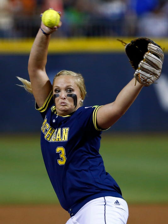 635686785330745618-AP-WCWS-Michigan-UCLA-Softba
