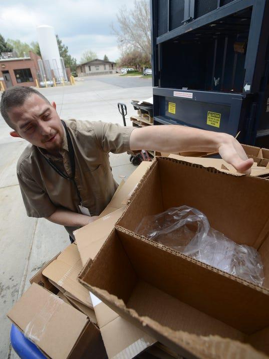 -FTC0511-gg cardboard recycling 1.jpg_20140507.jpg