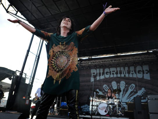 Luke Spiller of The Struts sings at the Pilgrimage