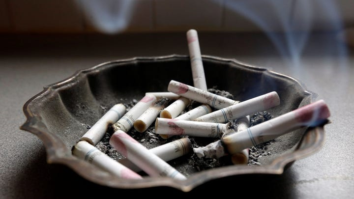 People who are at high risk of lung cancer, such as heavy smokers, should get annual screenings, according to a task force.
