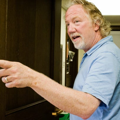 Screen and TV actor Timothy Busfield gives words of