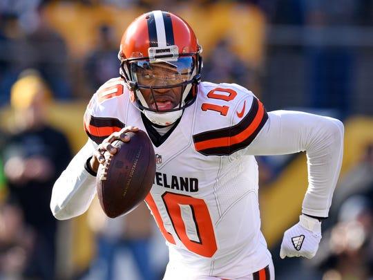 Cleveland Browns quarterback Robert Griffin III (10)