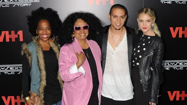 The Ross family with Ashlee Simpson